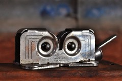MM --Redux 2017. 'Pareidolia' (holly hop) Tags: mmredux macromonday macro 3inch paredolia broken rust foundinthekitchen skyline knifesharpener abstract eyes face madeofmetal metal silver silvery pareidolia sedge808sfaves