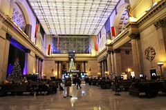 Union Station Chicago (rjgabor) Tags: union station chicago railroad christmas decorations