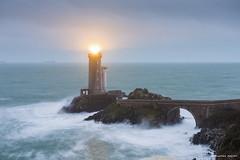 Le Minou dans la tempête (Kambr zu) Tags: erwanach kambrzu finistère bretagne lighthouse tourism ach sea phare ciel seascape landescape poselongue plouzané petitminou merdiroise paysages paysagesmythiques eleanor tempête