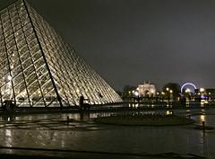 2017 Paris: Musée du Louvre by Night #4 (dominotic) Tags: 2017 muséedulouvre sculpture statue muséedulouvrebynight artgallery history museum grandlouvre antiquities architecture archaeology thelouvrepyramid pyramidedulouvre glasspyramid paris france europe