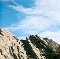 Angled up (edwardcgonzales) Tags: kodak kodakportra portra portra400 vasquezrocks california southerncalifornia yashica yashicamat yashica124 120mm mediumformat