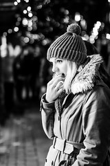 Still wond'ring what to buy (DavidHowarthUK) Tags: york city northyorkshire december 2017 streetphotography christmasmarket sigma50mm14art bw mono bokeh