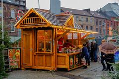 Charleroi - Place de la Digue - Marché de Noël (Olivier_1954) Tags: balades typecontruction chalet immeuble marché noël visite architecture charleroi sapin walk wallonie belgique be