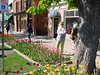 Niagara-On-The-Lake, Queen Street (Guenther Lutz) Tags: impact outdoor woman