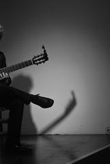 Espectáculo de flamenco (Leandro Fridman) Tags: música flamenco españa andalucía guitarra sombra blancoynegro