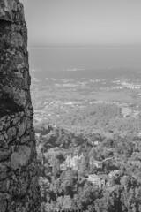 Sintra desde Castelo dos Mouros (palm z) Tags: sintra portugal ruinas castillo castelo mouros moros bn byn blanco negro bw blackandwhite blackwhite