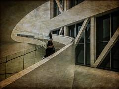 L'ESCALIER (pierre.arnoldi) Tags: villedequébec québec canada pierrearnoldi photographequébécois lescalier muséeduquébec photooriginale photocouleur phototexturée phototéléphone