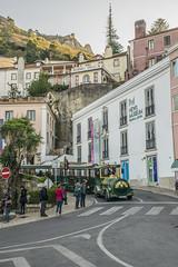 ¡Que viene el tren! (palm z) Tags: sintra portugal calle tren castillo