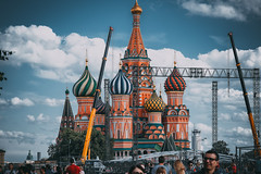 *** (donnicky) Tags: moscow theredsquare architecture building city clouds construction daylight outdoor people publicsec sightseeing sky summer moskva russia ru