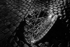 Reflection (Tiph Haine) Tags: sony alpha 7ii sonyalpha7ii sonyfrance fullframe pleinformat 28mm primelense sony28mf2 amateur lightroom tpix french français france lorraine moselle grandest metz street december christmas bw blackandwhite monochrome