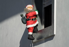 'Caught in the act ... ' (Canadapt) Tags: santaclaus stnicholas window shadow climb figurine decoration loures portugal canadapt