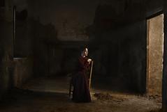V e s t i g i u m (Tania Cervián) Tags: seleccionar woman portrait light shadows vintage old chair brown picture pintura barroco pictorialismo vestido dress retrato beauty canon taniacervianphotography 35mm baroque paint cuadro