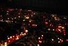 Weihnachtsmarkt Breitscheidplatz Berlin 19.12.2017 (bsdphoto) Tags: berlin terroranschlag trauerbekundungen solidarität blumen blumenstrauss blumensträusse menschen trauer trauernde gedenkstätte gedenkstelle treppen kaiserwilhelmgedächntiskirche gedächntiskirche weihnachtsmarkt weihnachten breitscheidplatz kerzen riss kerze deutschland deu