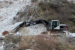 Black Track ZE 220 LC (Falippo) Tags: escavatore bagger excavator digger marble marmo cava quarry steinbruch carrara ruspa movimentoterra earthmovers