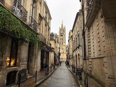 Rue du Loup, Bordeaux (flrent) Tags: bordeaux ma ville gironde france city street rue ruelle old town aquitaine vin wine tram cub tbm du loup