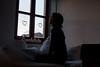 il Pensiero trafigge spazio e tempo (Re•Sa) Tags: woman window light shadow portrait kuschelecke thought pensiero comfortzone