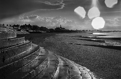 Sheerness Beach (Iain Jaques) Tags: sheerness kent isleofsheppey fp4 ilfordfp4 35mm analoguephotography canoneos3 eos3 blackandwhite bw seawall beach sunset shinglebeach july