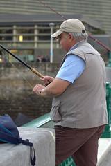 Pasando el rato (eduardo.varona1) Tags: pesca pescador mar caña hilo pita guipuzkoa gorra tiempo canon60d captureone10