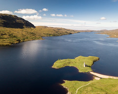 Ardvreck Castle in Loch Assynt (Joe Dunckley) Tags: ardvreck ardvreckcastle assynt britain british greatbritain highland highlands lochassynt northernhighlands scotland scottish scottishhighlands sutherland uk unitedkingdom aerialview architecture beach birdseyeview building castle clancastle coast countryside droneshot fromabove island lake landscape loch mountain nature outdoors remote ruin ruins rural sea shore summer sunny tombolo water wilderness