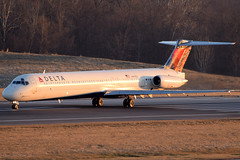 Delta Air Lines MD-88 N991DL at KCMH (Lunken Spotter) Tags: columbus ohio oh centralohio franklincounty airport airports airplane airplanes plane planes jet jets airline airlines airliner airliners airtravel aviationphotography planespotting flugzeug vliegtug avion aviao travel transport transportation airtransport airtransportation passenger airfield airfields winter wintertime cold frosty frozen frigid freeze freezing mcdonnelldouglas mcdonnelldouglasmd80 mcdonnelldouglasmd88 md88 n991dl deltaairlines delta dl dal departure departing morning sunrise mornings takeoff takeoffs runway runways
