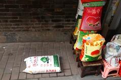 umgefallener Reissack in China :D (Mathias Apitz (München)) Tags: qingping apitz mathias sonyalpha57 tamron175028 guangzhou guangdong china city center market markt asien asia gewürze food essen urlaub travel holiday sightseeing