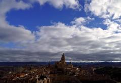 Segovia: una obra de arte (alfonsocarlospalencia) Tags: segovia españa catedral arte iglesias san esteban nubarrones azul diciembre alcázar torre juan ii homenaje infancia recuerdos belleza cultura muralla luz contraste