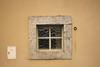 carreaux de verre (Steph Blin) Tags: rectangle carré façade mur wall architecture beige crépi carreaux verre pierre square anneau rouille rust ring