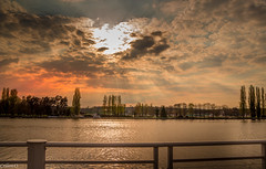 Vichy 03-La rivière Allier. (Crilion43) Tags: arbres vichy auvergene ciel coucherdesoleil région nuages rivière allier paysages villes eauvagues