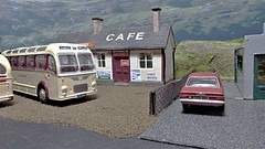 Refreshment Stop at Horton Pass Cafe. (ManOfYorkshire) Tags: efe westyorkshire bristol bristolmw coach modified detailed vauxhallvia oxforddiecast diecast diorama hortonpass cafe bradford mitchells garage 176 scale oogauge bus