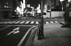 2200/1741: (june1777) Tags: snap street seoul night light leica m6 cosina voigtlander nokton 50mm f11 lucky 100 pushed 2 bw bokeh dof