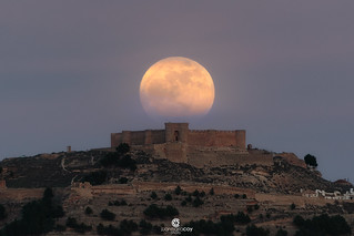 First supermoon of 2018 reigning over Chinchilla's castle (XVth century) - Chinchilla de Montearagón, Albacete (Spain)