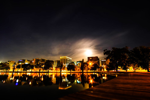 Albert Park Lake Citscape Moon