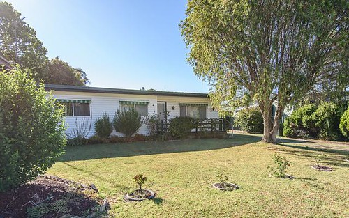 18 Pacific Rd, Surf Beach NSW 2536