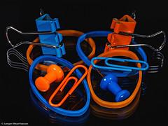 361/365 MacroMonday #Redux 2017 - Orange/Blue (J.Weyerhäuser) Tags: redux2017 orangeblue macromonday hmm orange blue macro monday redux 2017 clip pin rubber gummi