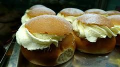 Oh no... (Papa Razzi1) Tags: 9608 2017 364365 ohno bakery december winter offseason damn semla pastry almond