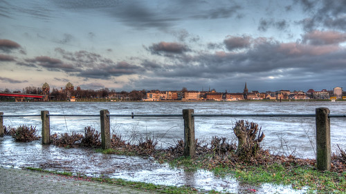 Rhein bei Duisburg Homberg
