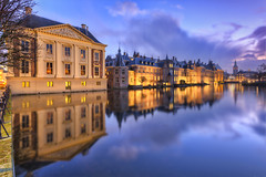Mauritshuis Museum & Binnnehof (Rob Kints (Robk1964)) Tags: denhaag mauritshuis binnenhof hofvijver innercourt nederland night pond reflections thehague thenetherlands