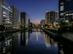 Admiring the Twilight of 2017 (Rekishi no Tabi) Tags: tokyo minatoku japan twilight dusk leica dlux goodbye2017