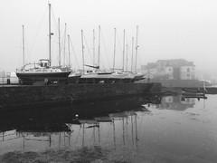 Aros am yr haf (Rhisiart Hincks) Tags: marina harbwr porzhmor itsasportu harbour calafort port cei cidhe quay kae aberystwyth ceredigion boats cychod bataichean bigi bagoù báid ue eu ewrop europe eòrpa europa aneoraip a'chuimrigh kembra wales cymru kembre gales galles anbhreatainbheag 威爾斯 威尔士 wallis uels kimrio valbretland 웨일즈 велс เวลส์ ويلز uells ουαλία velsa velsas уельс уэльс уелс walia ウェールズ 威爾士 gallas niwl mist brumenn ceò laino lanbro duagwyn gwennhadu dubhagusgeal dubhagusbán blancinegre blackandwhite bw zuribeltz blancetnoir blackwhite monochrome
