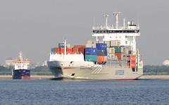 9447 Container Feeder Vessel HENNEKE RAMBOW auf der Unterelbe bei Stade - Das 2007 auf der Hamburger J. J. Sietas Werft gebaute Frachtschiff hat eine Tragfähigkeit von 11360 t und kann bei einer Geschwindigkeit von 18,5 kn 868 TEU Container transportieren (christoph_bellin) Tags: container feeder vessel henneke rambow unterelbe stade hamburger sietas werft gebaute frachtschiff tragfähigkeit geschwindigkeit teu transportieren hansestadt hamburg hafen elbe schiffe fluss seehafen containerhafen schiffsverkehr