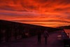 Paseando al amanecer (Carpetovetón) Tags: amanecer castro castrourdiales puerto nikond610 nikon50mm colores personas cielo