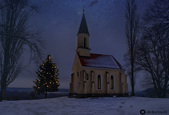 St. Georgs-Kapelle (john_berg5) Tags: christmastree kirche nacht bayern snow winter nikond750