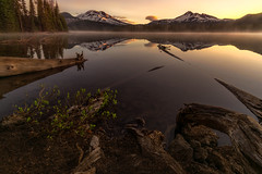 Here Comes the Sun (Darkness of Light) Tags: bend oregon cascades mt bachlor brokentop sisters volcanic range sunrise sunset reflection snowtop sony a7r2 a7rii voigtlander format hitech cpl firecrest heliar f45 iii