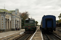 2M62 0909 at Larga railway station (berlinger) Tags: kelmentsiкельменціstationlargaларга chernivetskaoblast ukraine ukrainianrailways uz укрзалізниця ukrzaliznytsia train railways locomotive 2m62