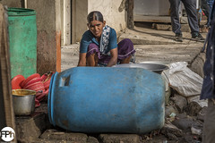 Doing the dishes (Frankhuizen Photography) Tags: doing dishes afwas doen 2017 woman vrouw stoep sidewalk voetgangers pedestrians bangalore bengaluru karnataka india straat streetlife photography fotografie kleur color colour candid ngr road people local traffic rushhour pavement city
