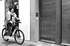 (__Santi__) Tags: bici vélo bike femme mujer chica bicicleta sueño rêve dream bufanda écharpe sacra cold frio froid