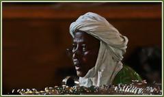 Le bijoutier (Pi-F) Tags: afrique niger bijoutier marché homme typique voyage portrait lumière lunette chèche coiffure tradition souk visage commerce