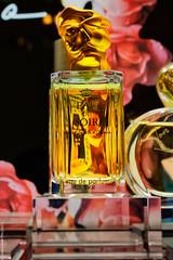 Eau du Soir de Sisley (L'Abominable Homme de Rires) Tags: sisley parfum parfumerie flacon luxe paris galerieslafayette canon5d 5dmkiii 1740mmf4 dxo photolab lightroom