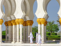 Sheikh Zayed Grand Mosque (+1) (peggyhr) Tags: peggyhr closeup men marble mosque arches inlaid dsc01378ay sheikhzayedgrandmosque جامعالشيخزايدالكبير‎ abudhabi uae nov222017 sony dschx80 thegalaxy candid thegalaxystars thegalaxyhalloffame thegalaxylevel2