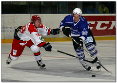 Hockey Hielo - 15 (Jose Juan Gurrutxaga) Tags: file:md5sum=34cf44f72d2390461bcce1dd7191546a file:sha1sig=104dd267bd2920a238ac35c338035dfc2de1e39b hockey hielo ice izotz txuri txuriurdin jaca final copa